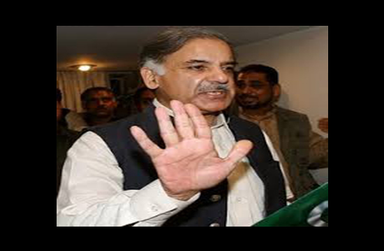Unidentified journalist films Shahbaz Sharif jaywalking, shoots a sarcastic remark at his excuses