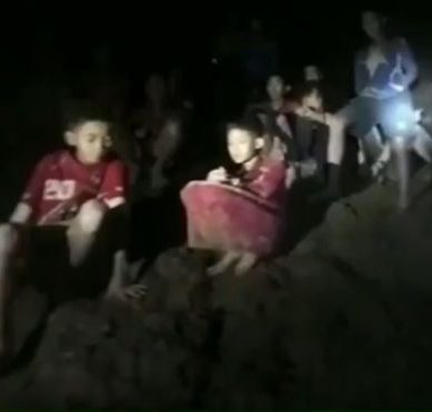 Thailand: missing teen football team found alive for 9 days in a cave