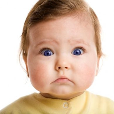 The reasons why babies almost do not blink