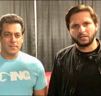 Afridi and Salman Khan share light moments together at an event in Canada