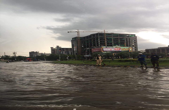 Downpour submerges low lying localities, roads in Lahore, kills 8, brings 'city of gardens' to a standstill