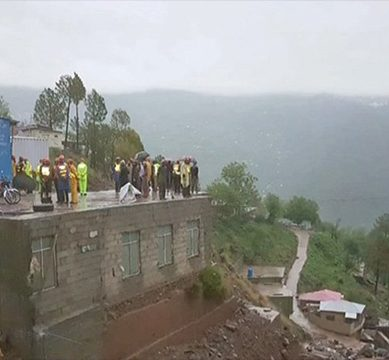 Eight tourists drown in Murree's drain, search operation underway