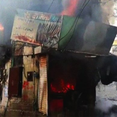 Fire engulfs building at Lahore's Montgomery road