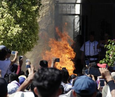 """Two men are burned alive in Acatlán de Osorio after being accused of """"stealing children"""""""