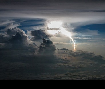 The impressive photos of storms taken from an airplane by the Ecuadorian pilot Santiago Borja