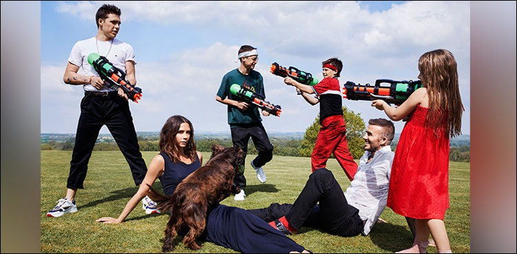 """Victoria Beckham shuns rumor, poses with husband and comments """"We're stronger together"""""""