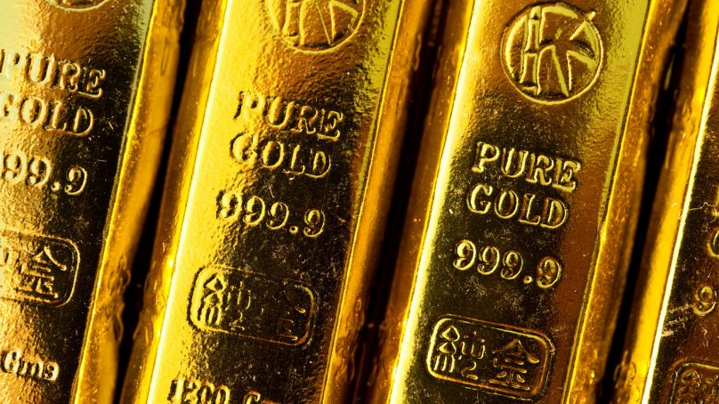 Gold slips due to trade tensions