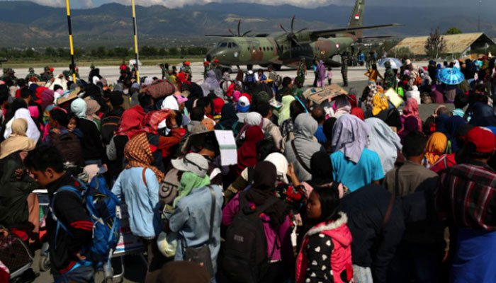 Indonesians flee from quake zone, while the deceased lay in mass grave