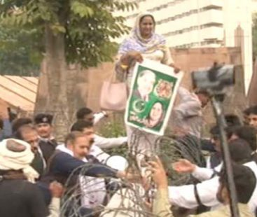 PML-N MPAs stage protest outside the Punjab Assembly over Shehbaz Sharif's arrest