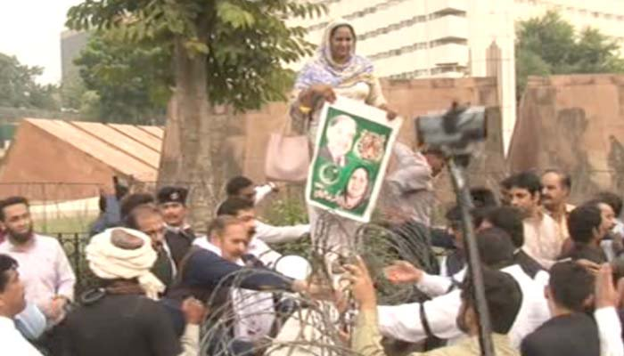 PML-N MPAs stage protest outside the Punjab Assembly over Shehbaz Sharif's arrest
