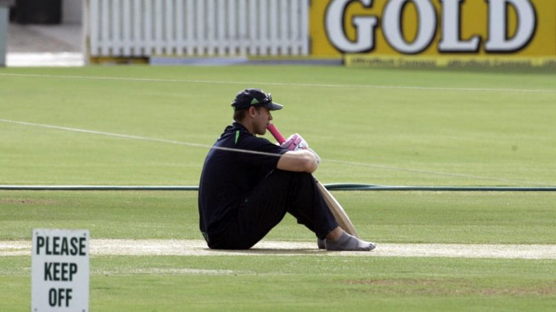 Batsman Matthew Hayden suffers from major facial injuries while surfing