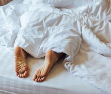 Here's why you should sleep with your feet outside the covers
