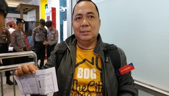 Traffic jam saves passenger from flying in the doomed Indonesian plane