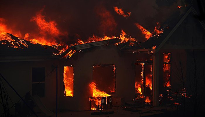 'Everything destroyed' as wildfire engulfs Paradise, California