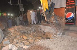 KMC anti-encroachment drive expands to Dhoraji, MACHS and Tariq road in Karachi