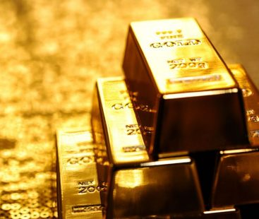 Gold plays steady