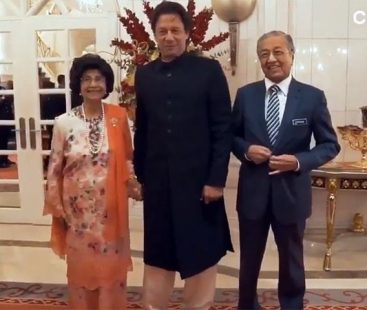 Fan girl moment: Malaysia's first lady asks to 'hold hands' with PM Imran Khan