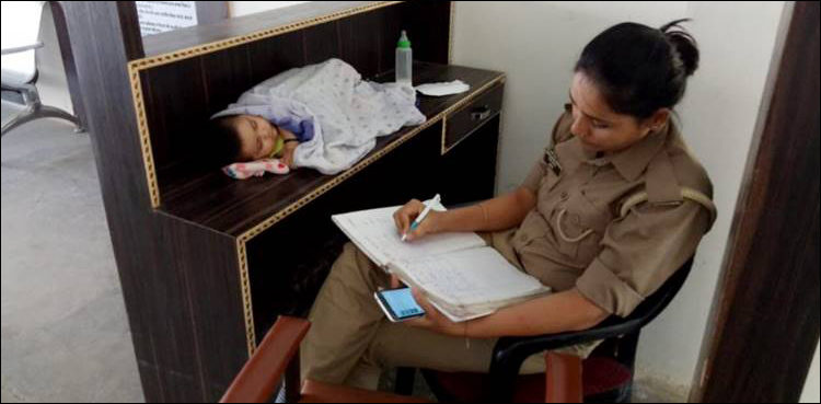 Indian woman constable transferred and rewarded with cash prize for her professionalism