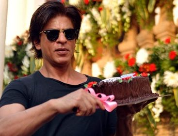 Mumbai police breaks up SRK's birthday bash during wee hours