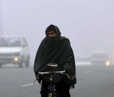 Cold winter spells grip cities across Pakistan