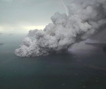 Tsunami: Indonesia raises the alert level, orders all flights to steer clear