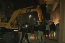 "Anti-encroachment operation at Khalid Bin Waleed  begins, ""illegal"" fences and footpaths demolished"