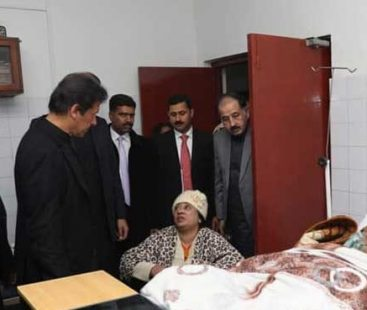 PM imran Khan pays a surprise visit to Islamabad's Polyclinic, expresses satisfaction over health standard