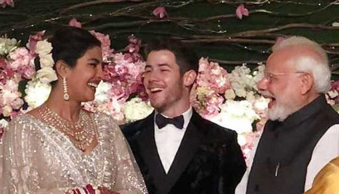 Priyanka-Nick exchange greetings and pleasantries with Modi during wedding reception