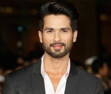 Is Shahid Kapoor suffering from stomach cancer? Here's what he tweeted!