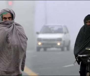 Cold, frosty weather grips Pakistan