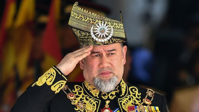 Mohamed V: the surprise and historical resignation of the Sultan of Malaysia (and what a secret wedding had to do)