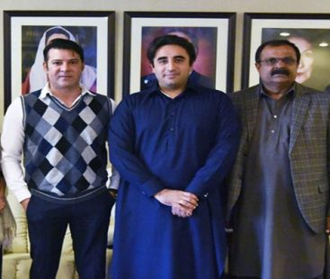 Veteran actor Moammar Rana joins PPP, considers Bilawal Bhutto the only ray of hope