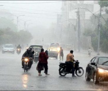 Light showers expected in Karachi with a dip in temperature