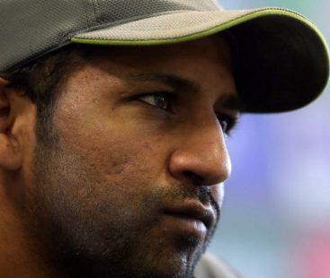 Sarfaraz suspended for 4 upcoming matches, Malik leads the 4th ODI