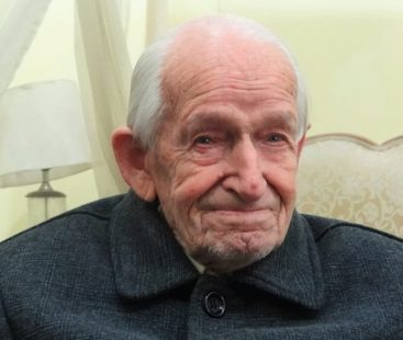 Major Geoffrey Langlands, the teacher of renowned Pakistani politicians expires at the age of 101 in Lahore