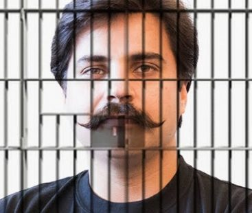 #FixIt: Infuriated Alamgir Khan throws sewerage water at CM House gate