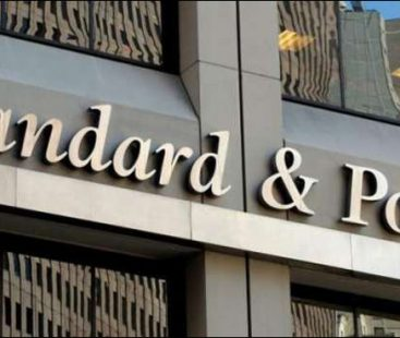 S&P lessens Pakistan's credit rating to 'B minus' from 'B'