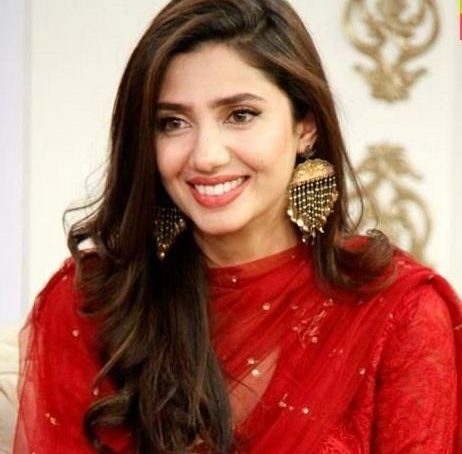 """A successful woman is empowering"":Mahira Khan"