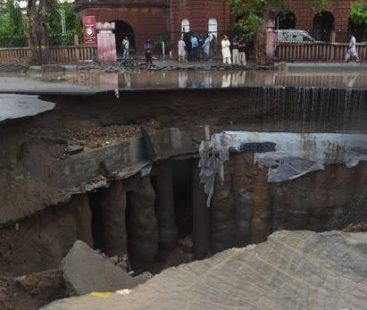 5 cars tumble into a sinkhole as sewer line collapses in Gulshan-e-Iqbal
