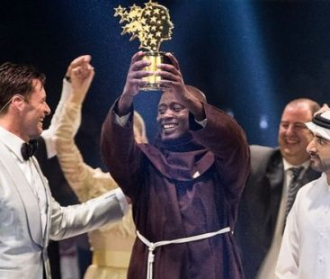 """The Best Teacher in the World: Peter Tabichi donates most of the salary to his poorest students and received the """"Nobel Prize for Education"""""""