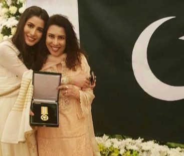 """Mehwish Hayat dedicates her achievement to """"all the other girls in Pakistan who have a dream"""""""