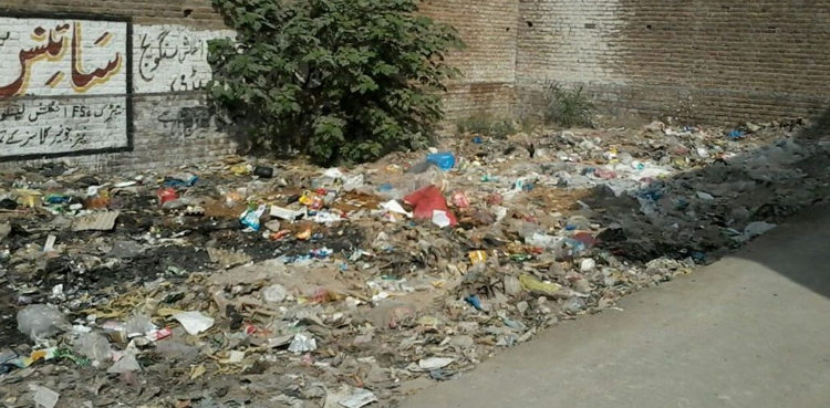 Keep the city clean: Citizens to be fined for littering in Peshawar