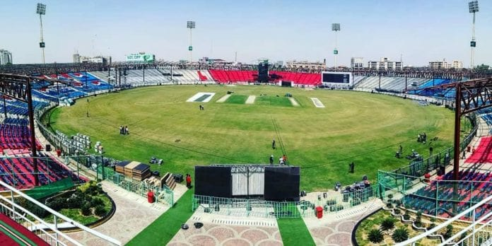 PSL 4 in pictures: Cricket fever in Karachi