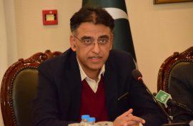 Asad Umar leaves Imran Khan's cabinet