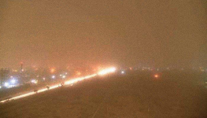 Three killed, several injured as dust storm hits Karachi