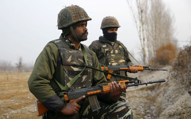Indian troops martyr four Kashmiris in Pulwama