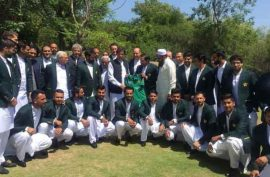 PM Imran Khan meets Pakistan's World Cup squad