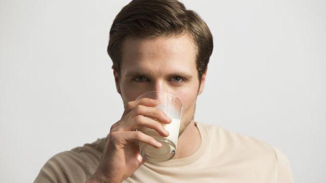 Does drinking milk make bones stronger?