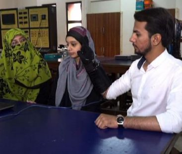 Students from Karachi design 'Smart Glove' to aid people with hearing loss