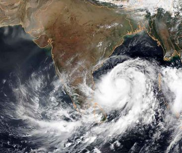 Heat wave predicted in Karachi as Cyclone Vayu paces towards India
